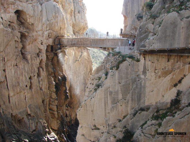 Schlucht und Brücke