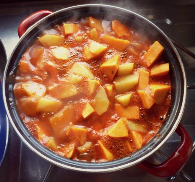 Da kocht es vor sich hin, das Kartoffelgulasch