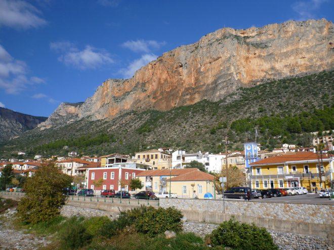 Griechisches Dorf an der Ostküste des Peloponnes